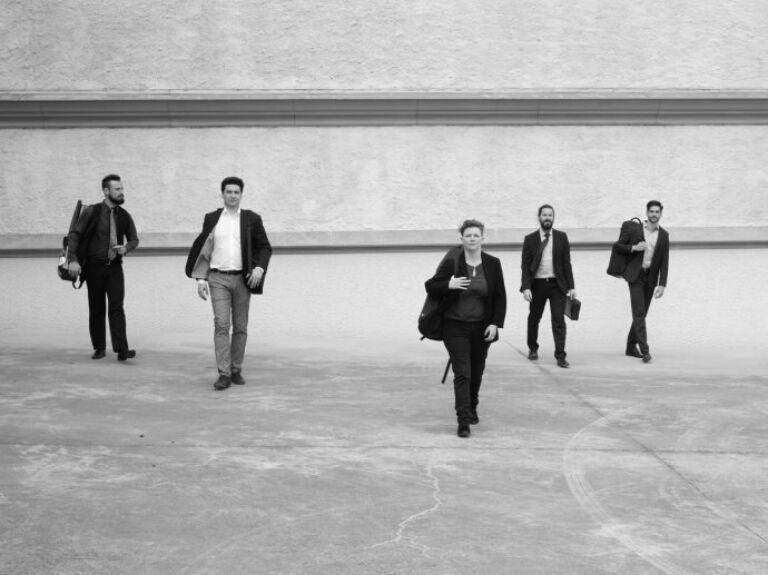 The noise of crumpling paper | Blattwerk Quintett